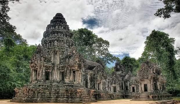 В Камбодже среди древних артефактов обнаружили современный велосипедный звонок