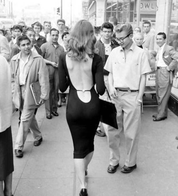 История женского декольте: отполицейского контроля, дополной вседозволенности