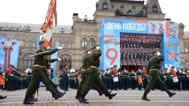 Они спасли нас от немцев: французы обсудили Парад Победы в Москве