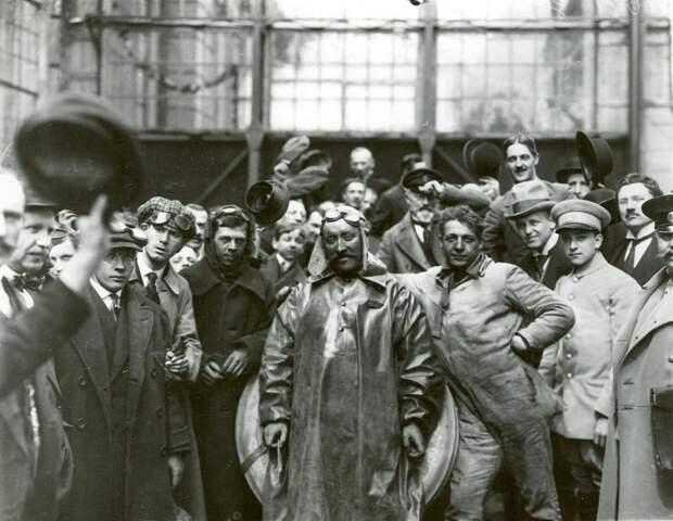 Автосалон в Санкт-Петербурге 1913 года автовыставка, автосалон, ретро фото