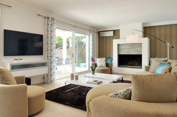 fabulous modern living room in white and brown with beautiful striped accent wall