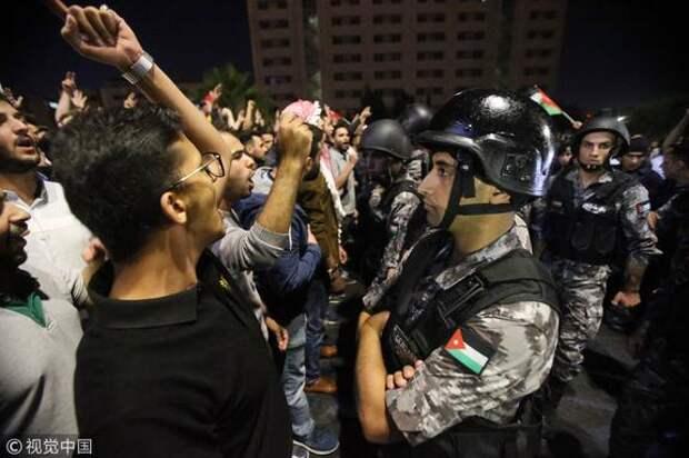 Волна протестов, охватившая в настоящее время Оман, является самой масштабной после арабской весны 2011 года