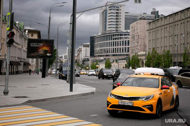 Минтруд хочет дать таксистам икурьерам оплачиваемые отпуска