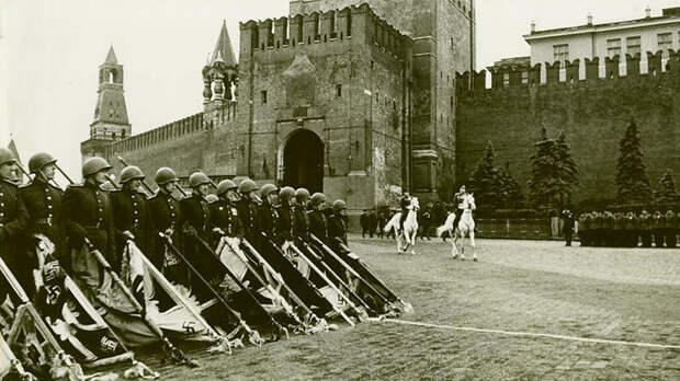 Самый грандиозный Парад Победы в мировой истории (ФОТО)