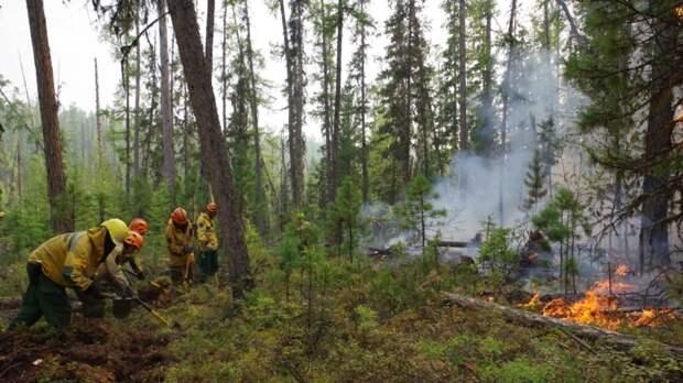 В Якутске из-за пожаров закрыт аэропорт и движение судов по Лене