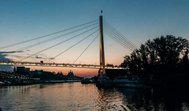 Мост Влюбленных вТюмени сегодня подсветят красным вчесть дня гемофилии