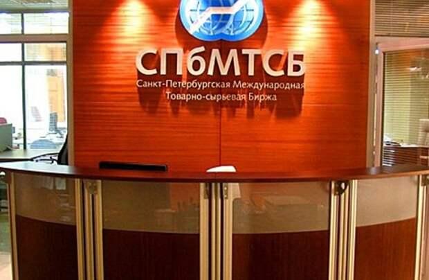 Самая популярная в РФ марка бензина – Аи-92 – начала дешеветь