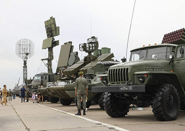 На площадке военно-технического форума «Армия-2021» в Белогорске специалисты соединения управления ВВО продемонстрируют современную технику связи