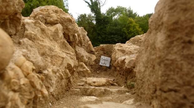 Тысячу артефактов эпохи палеолита нашли при раскопках в центре Красноярска