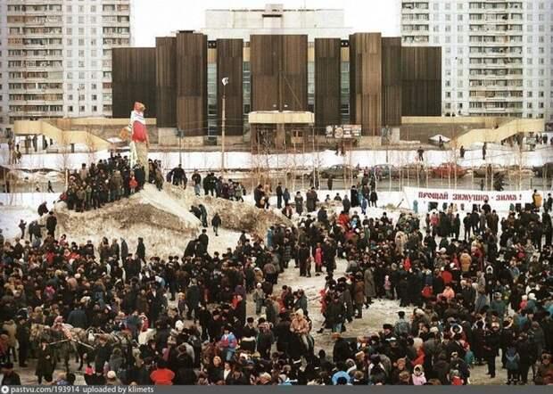 Масленица у Дворца искусств в Нижневартовске, 1993. история, факты, фото