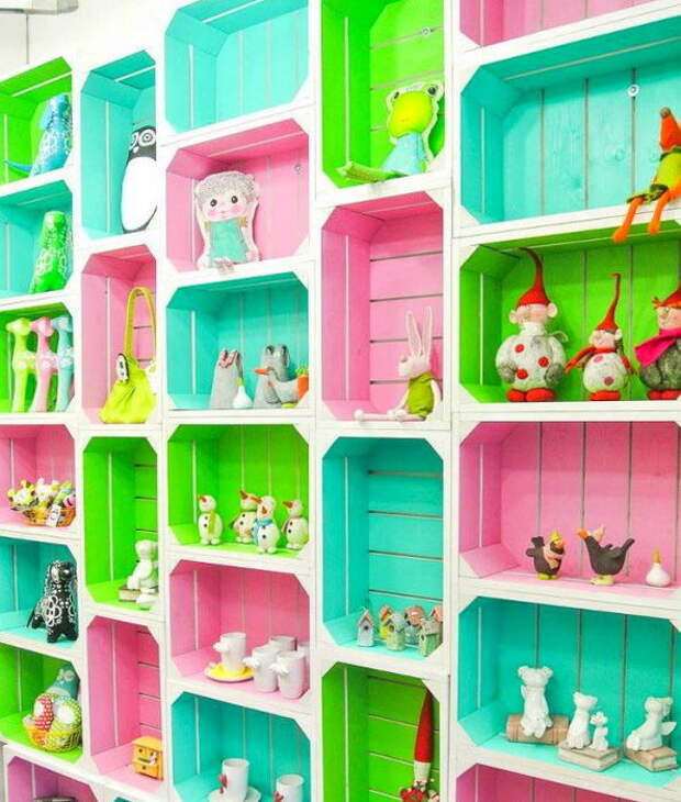 Пример организации систем хранения в детской.
