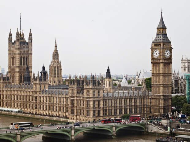 Будущее без Путина: Лондон ищет предателей в России
