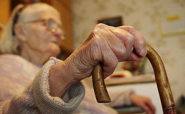 """32-летний коллектор подает в суд на 74-летнюю бабушку, которая его """"зверски"""" избила"""