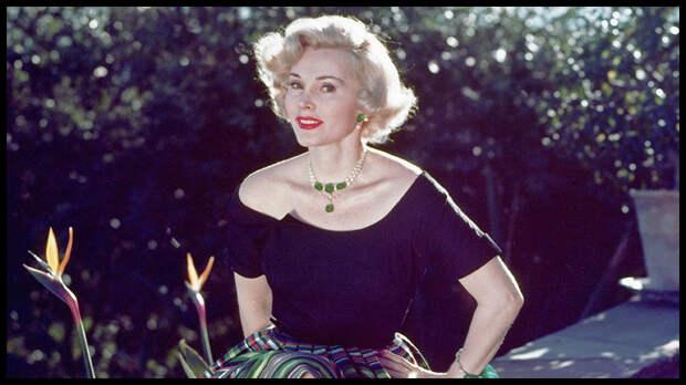 Известная голливудская актриса венгерского происхождения Жа Жа Габор умерла 18 декабря в возрасте 99 лет.