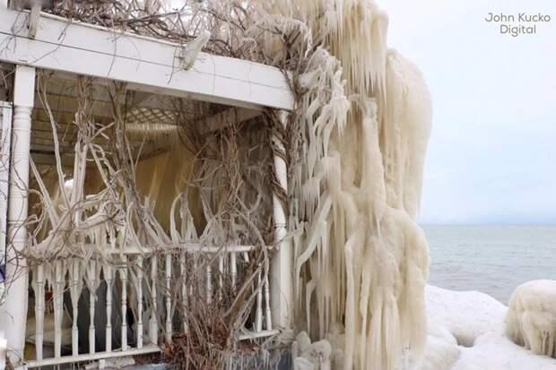 В США дом полностью покрылся сосулями из-за сильного шторма сосульки, сша, шторм