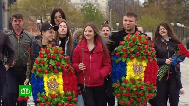 Концерты, выставки, салют: москвичи отмечают День Победы на Поклонной горе