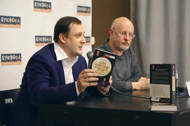 Егор Яковлев и Дмитрий Пучков презентовали книгу в Петербурге. На очереди Москва
