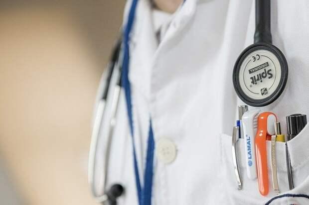 Заслуженный врач России назвал причину хруста суставов