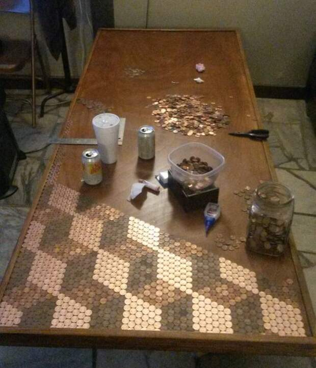 стол из монет