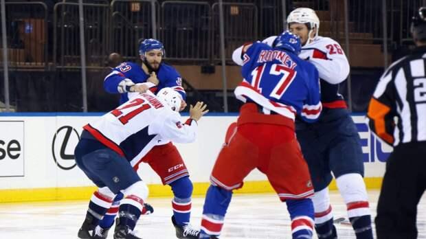 Новый рекорд. В матче НХЛ хоккеисты подрались 6 раз за первые 4 минуты (Видео)