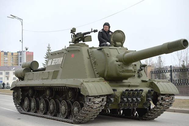 """Ядерный """"Зверобой"""": на базе ИСУ-152 создавали пусковые установки для ракет"""