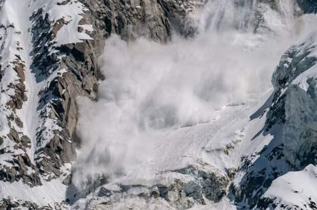 В Бурятии под лавиной оказались пятеро туристов