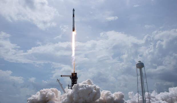 Crew Dragon взлетает скосмодрома во Флориде