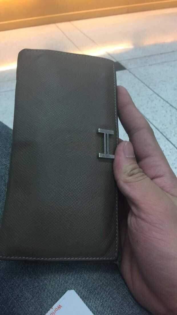 Бездомный вернул в полицию кошелек, полный денег — а дальше началось волшебство