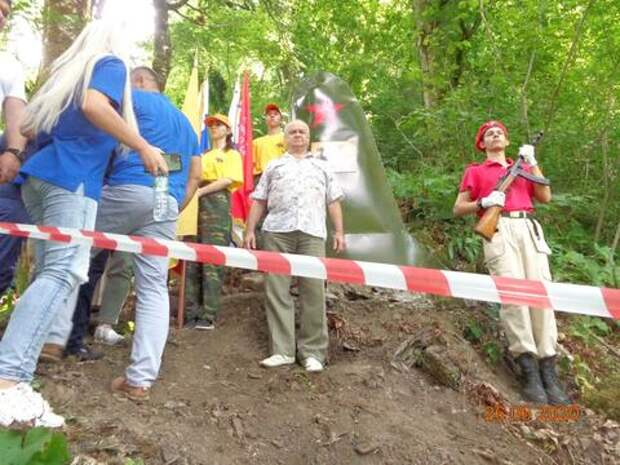 В Сочи установили памятник лётчикам, погибшим в годы войны