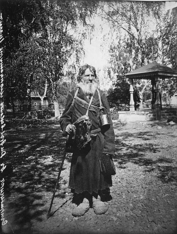 Странник. Окрестности Серафимо-Дивеевского женского монастыря, 1904 г. История в фотографиях, россия