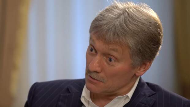 Песков объяснил, какие предприятия будут работать на майских выходных