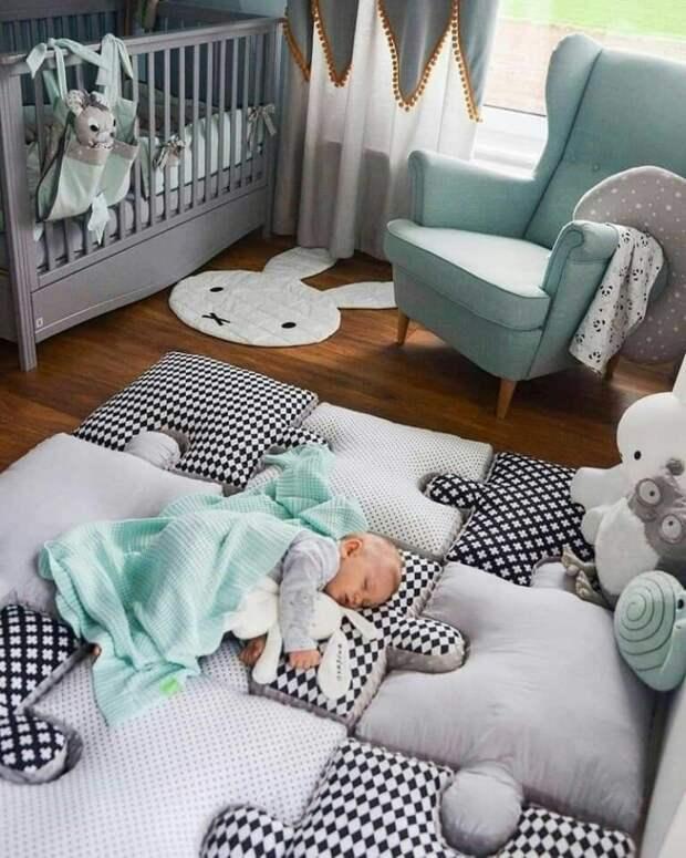 Сборный коврик для младенца
