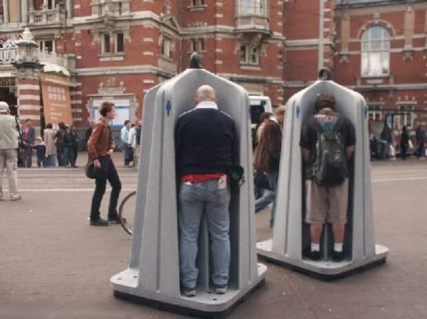 В Москве разгорается скандал из-за открытых уличных туалетов для мужчин