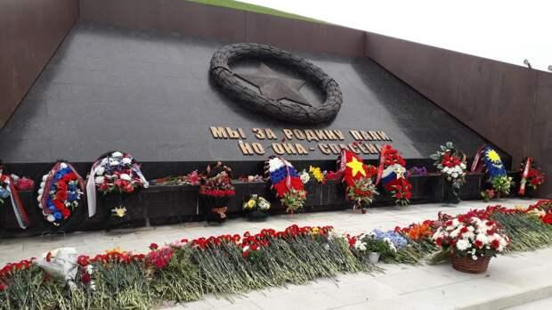 Зрелищное шоу с тысячью дронами прошло над Ржевским мемориалом ко Дню Победы