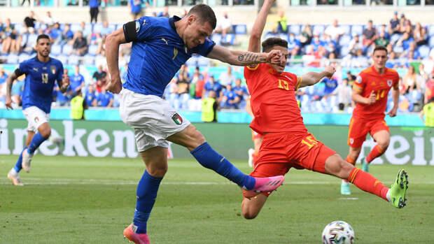 Италия ведет 1:0 после первого тайма матча сУэльсом