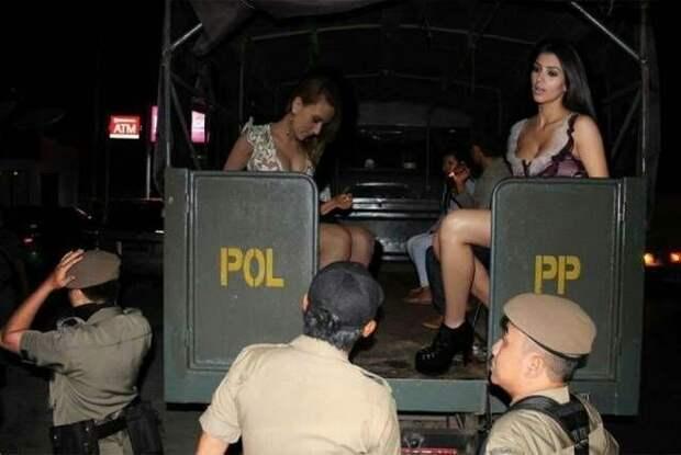 В Индонезии знаменитостей гениально фотошопят: Вот 5 очень правдоподобных фото