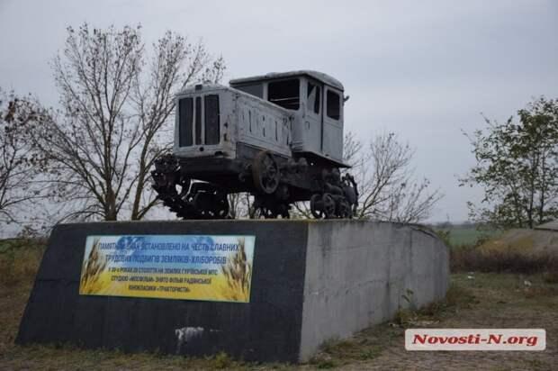 Памятник классике советского кино разгромили окончательно