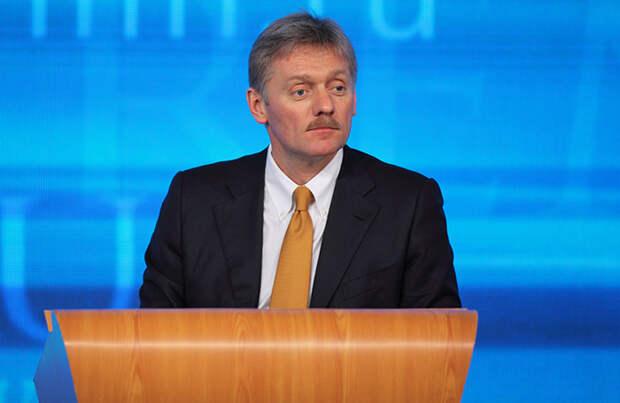 Песков: Кремль не рассматривает вопрос о переносе петербургского форума, несмотря на рост заболеваемости в городе