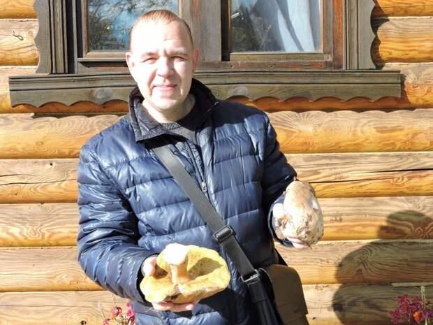 Алексей Стефанов с белыми грибами / Фото из личного архива