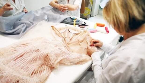 Как работают в доме моды VALENTINO