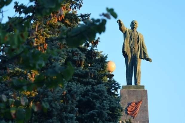 Последний памятник Ленину снесли в Киеве