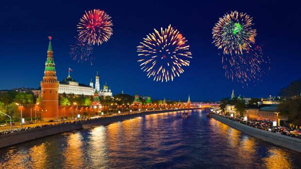 Салют в честь Дня Победы дали в Москве: видео