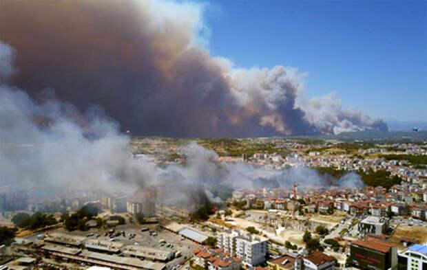 Более 50 пострадавших: Анталья охвачена лесными пожарами