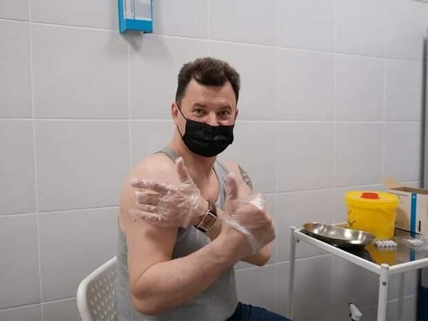 Космонавт Роман Романенко призвал граждан активнее прививаться от COVID-19