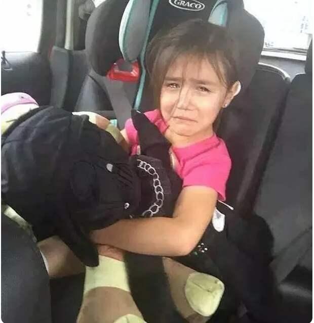 Родители забыли в такси свою дочь, но когда таксист увидел её документы - обомлел и высадил её из машины
