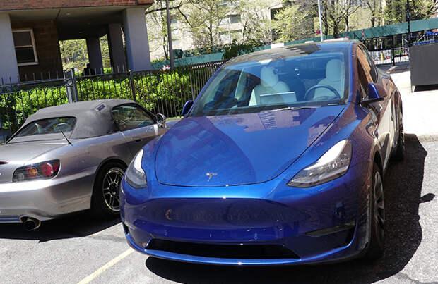 В «народном каршеринге» уже 400 машин, в том числе Tesla и Audi Q7. Есть ли у проекта будущее?