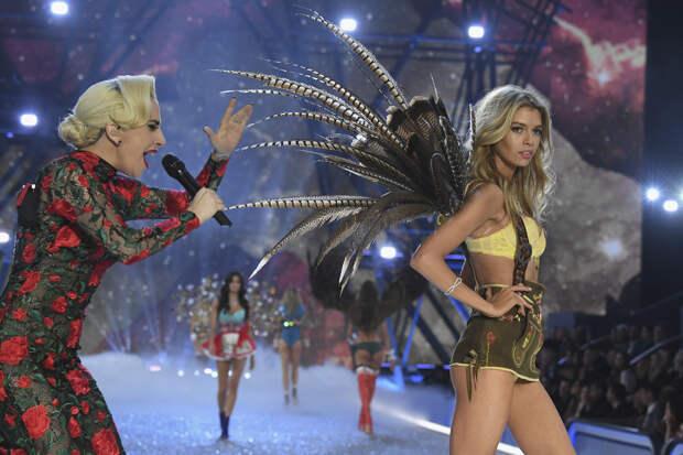 Леди Гага и Стелла Максвелл Фото: Getty Images