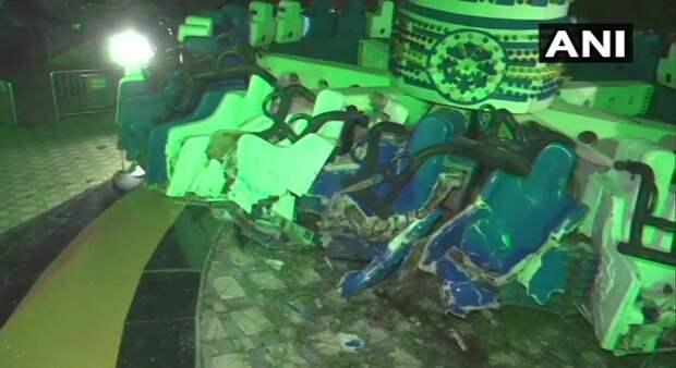 В Индии два человека погибли из-за поломки аттракциона-маятника