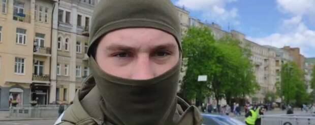 Зиговавший перед ветераном в Киеве радикал отделался админпротоколом