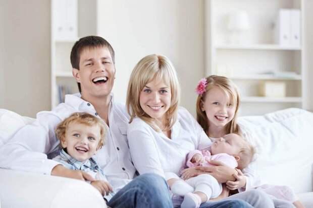 Депутаты Госдумы одобрили поправки, направленные на поддержку семей с детьми